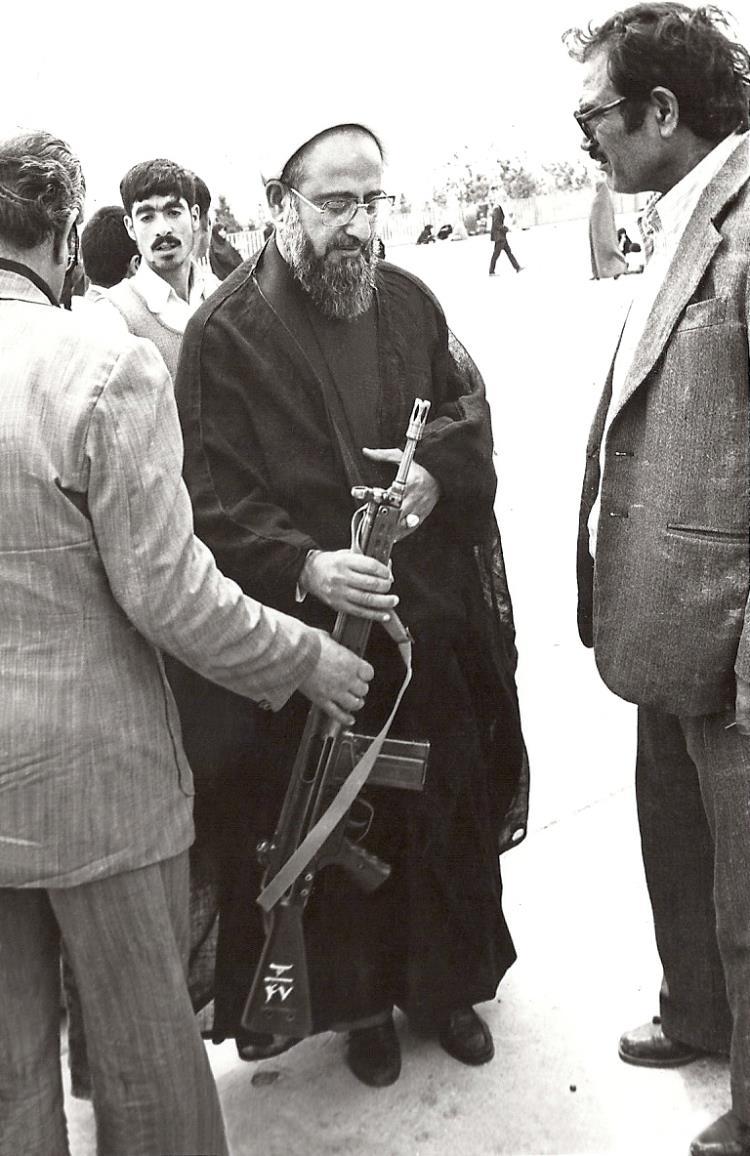اقامه نماز جمعه آبادان توسط علامه صادقی تهرانی