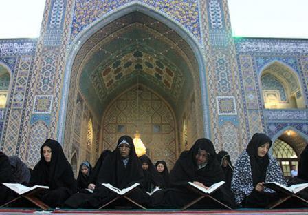 محفل انس با قرآن ویژه بانوان در حرم رضوی برگزار شد