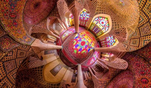Incredible-Images-Capture-Dazzling-Symmetry-of-Iran%27s-Mosques