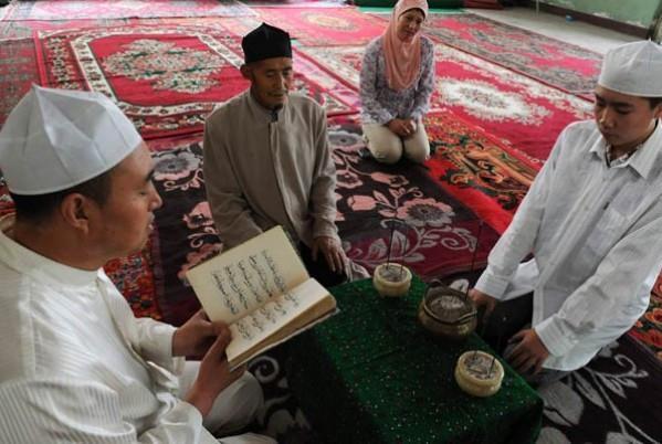 Les-musulmans-chinois-d%c3%a9fient-l%e2%80%99interdiction-du-je%c3%bbne